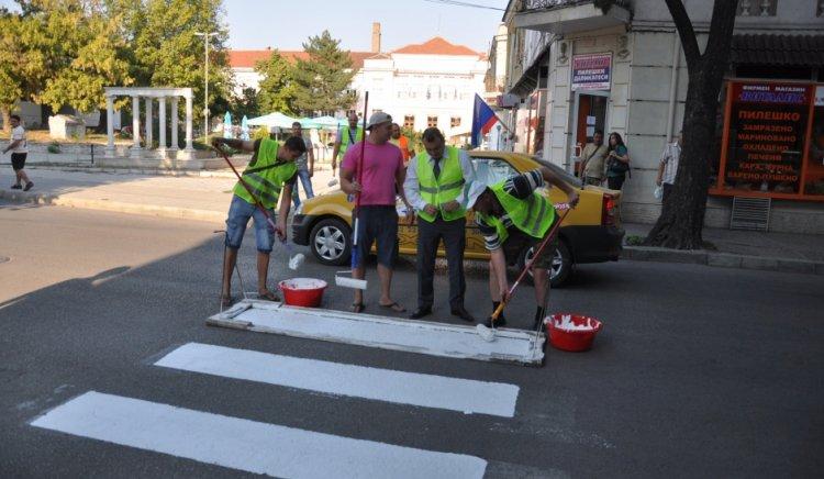 Социалисти маркираха пешеходни пътеки във Видин