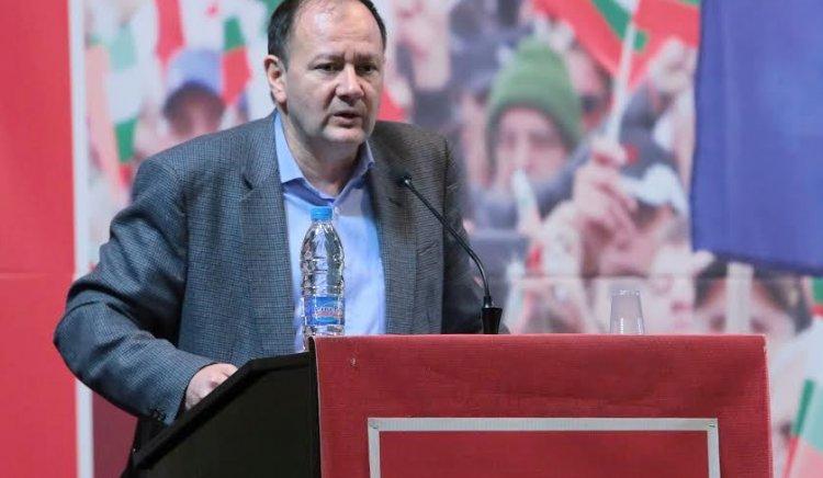 Михаил Миков: Грамотността е достижение, което деградира в резултат на дясното управление